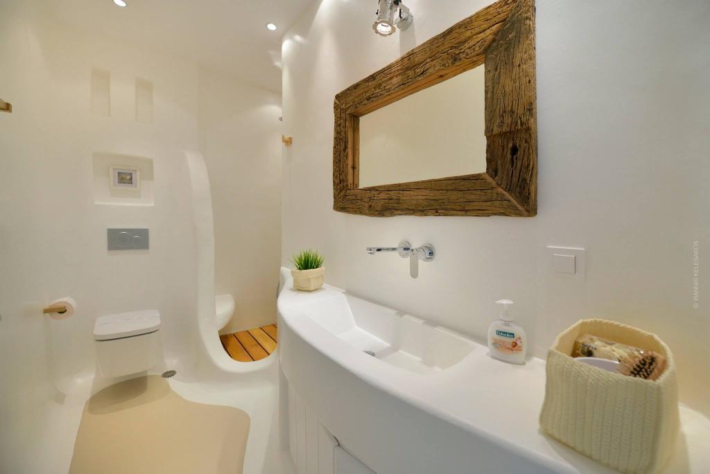 Habanero Margarita - Bathroom