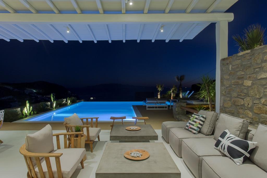 External Lounge
